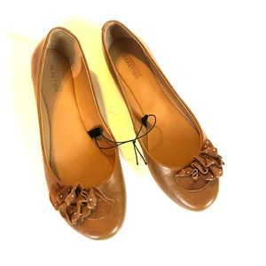 Brown Kenneth Cole reaction flats size 8 1/2